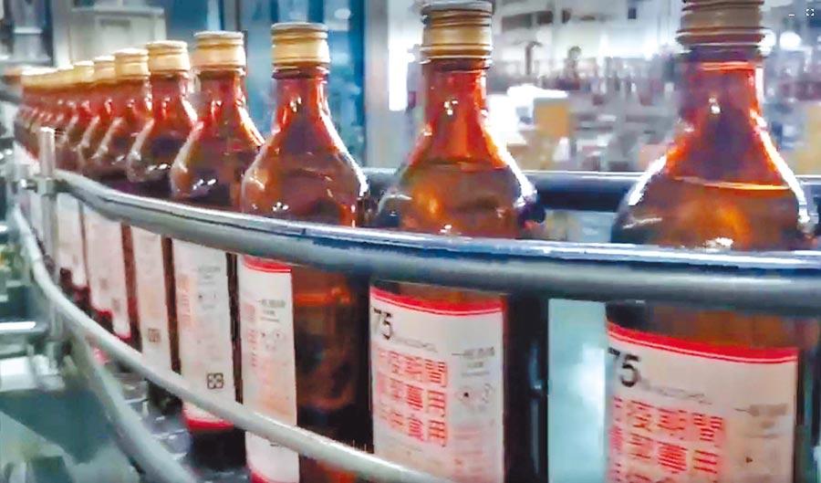 年初疫情延燒,台酒將生產米酒原料全拿來製酒精;近日傳出冬天米酒恐將缺貨。(屏東酒廠提供)飲酒過量有害健康