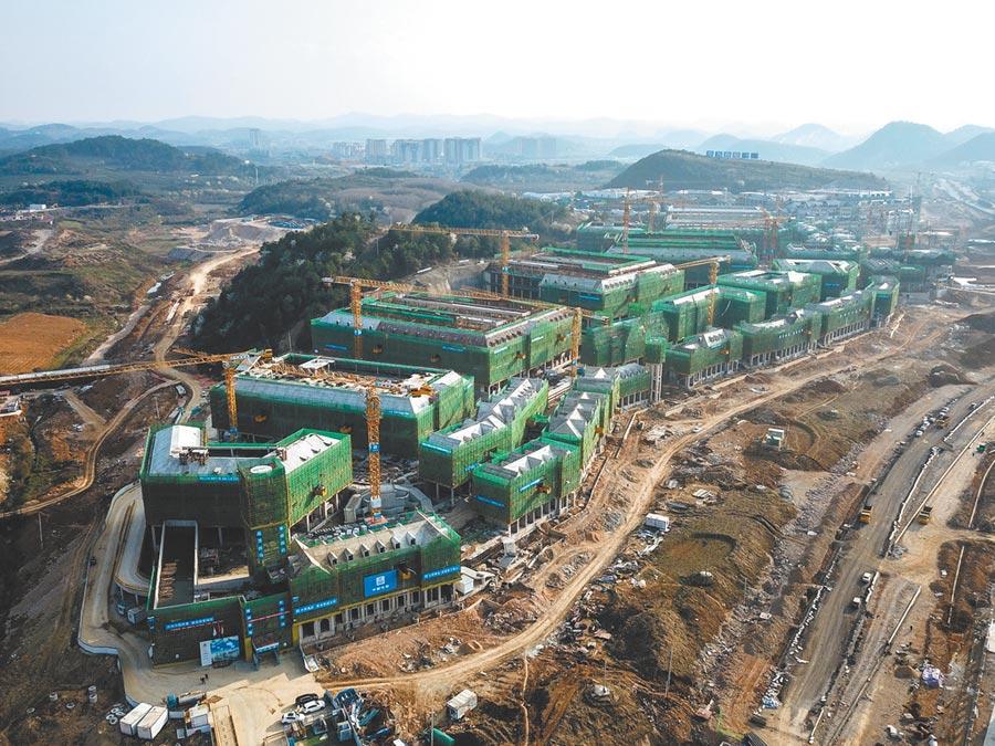 大陸藉由公募資金打造「中國數谷」,圖為貴州貴安新區電子信息產業園,正在建設中的華為雲數據中心。(中新社)