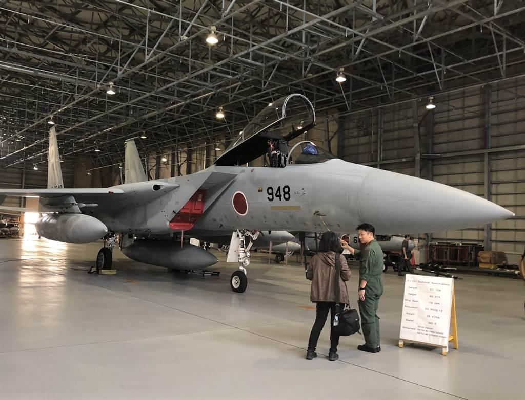 日本沖繩那霸基地的F15戰鬥機。(黃菁菁攝)