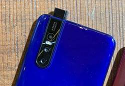 科技大哉問》能呈現全面螢幕 升降鏡頭手機為何退流行?