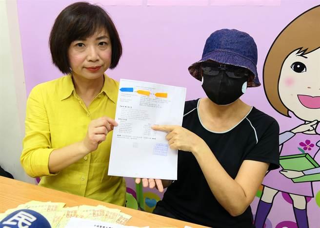 何女士11日在立委何欣純(左)陪同下召開記者會,說她因身體極度不適,在朋友的介紹下,到太原路盛唐中醫求診的過程。(立委何欣純服務處提供/陳世宗台中傳真)