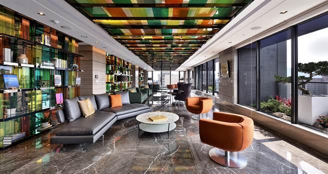 29樓休閒會館多功能圖書閱覽區結合整面玻璃牆 /截取自官網