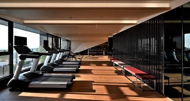 空間遼闊、器材多元的健身房/截取自官網