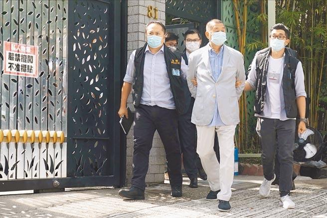 港警昨天以涉嫌違反《香港國安法》為由,逮捕香港壹傳媒創辦人黎智英。(路透)
