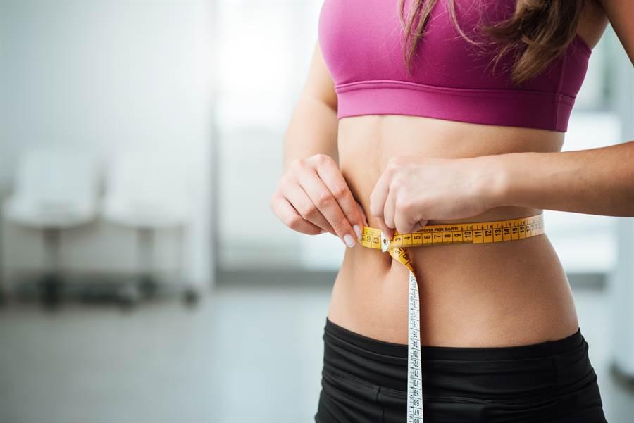 邱正宏醫師指出,「過午不食」和「少量多餐」是減肥者的2大坑,導致很多人都瘦身失敗。(示意圖/達志影像)