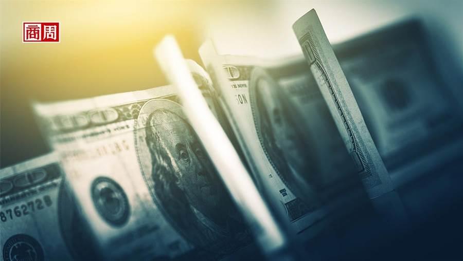 全球去美元化,白銀、瑞郎成避險大熱門。 (來源.Dreamstime)