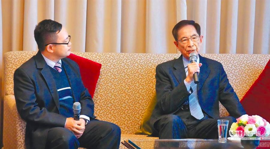 圖為香港民主之父李柱銘(右)去年一月在國賓飯店接受媒體訪問,暢談一國兩制等議題。(本報新聞資料照)