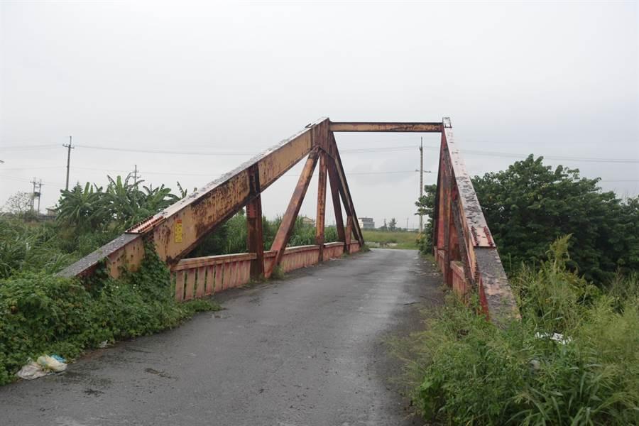 芳苑新生二號橋,因為靠海長期受到海風侵蝕,橋梁整體結構安全也大受打折,縣府核撥750萬元予公所,進行安全整建動作。(吳建輝攝)