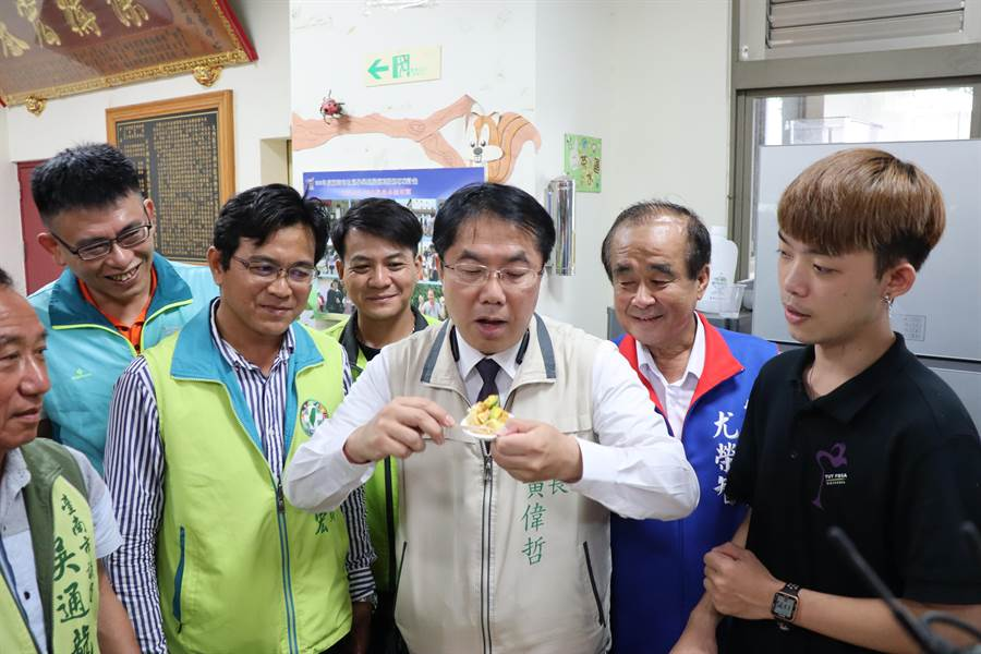 台南大內盛產酪梨,目前正值產季,台南市長黃偉哲推廣美味的酪梨料理。(劉秀芬攝)