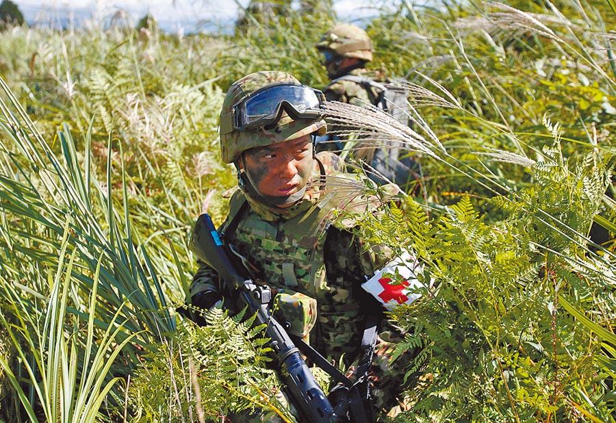 日本防衛省和自衛隊正著手強化「電子戰」體制,以使用電波或紅外線防備攻擊。(路透資料照片)