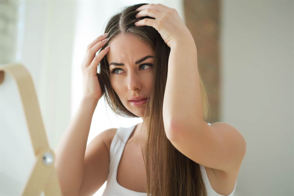 想白髮變黑髮?專家揭頭髮返黑7招。(示意圖/達志)