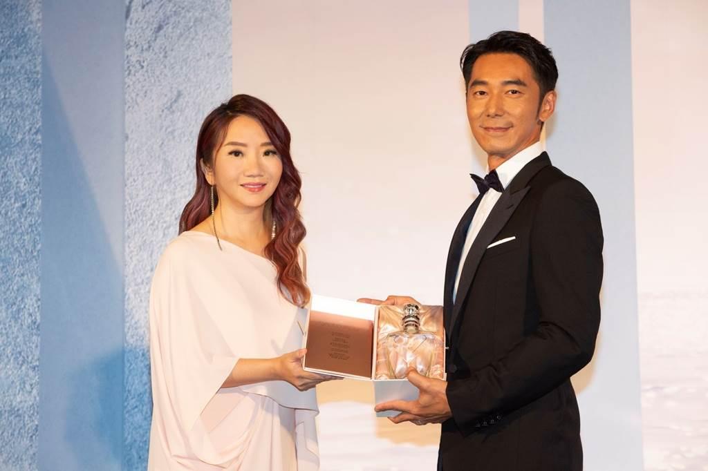 陶晶瑩(左)、李李仁夫妻現身活動曝近況。(黑松提供)