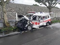台中大甲驚傳大貨車打滑迎面撞爛救護車 車上3人全重傷