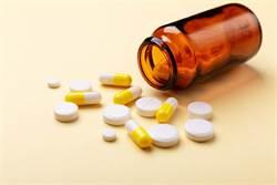 維他命C吃太多 醫警告:白內障、癌症恐上身