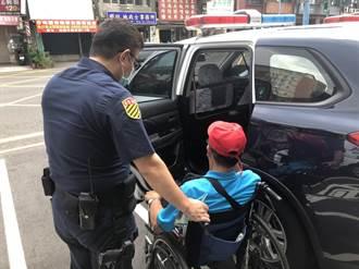 身障男被絆摔下輪椅 暖心警送他回家