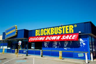 全球最後一間百視達蛻變「DVD套房」 4美元就可享受電影、爆米花和沙發床