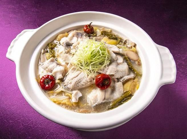 (凱達大飯店「家宴」餐廳的「農家酸魚湯」,在第十屆亞太十大名菜點中得到金獎肯定。圖/凱達大飯店提供)