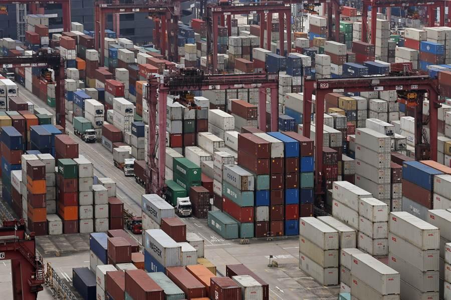 美國政府宣佈從香港出口到美國的貨物都必須貼上「中國製造」標籤,正式終結香港的特殊貿易優惠地位。(圖/美聯社)