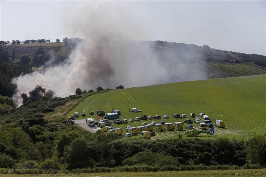 蘇格蘭東部史東黑文附近,發生火車出軌事故。(圖/美聯社)