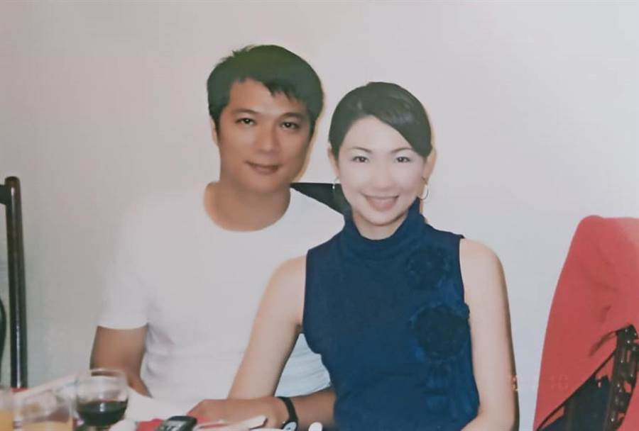 作家蔡詩萍和前主播老婆林書煒年紀差了快17歲。(翻攝蔡詩萍臉書)★中時新聞網關心您:喝酒過量,有礙健康!