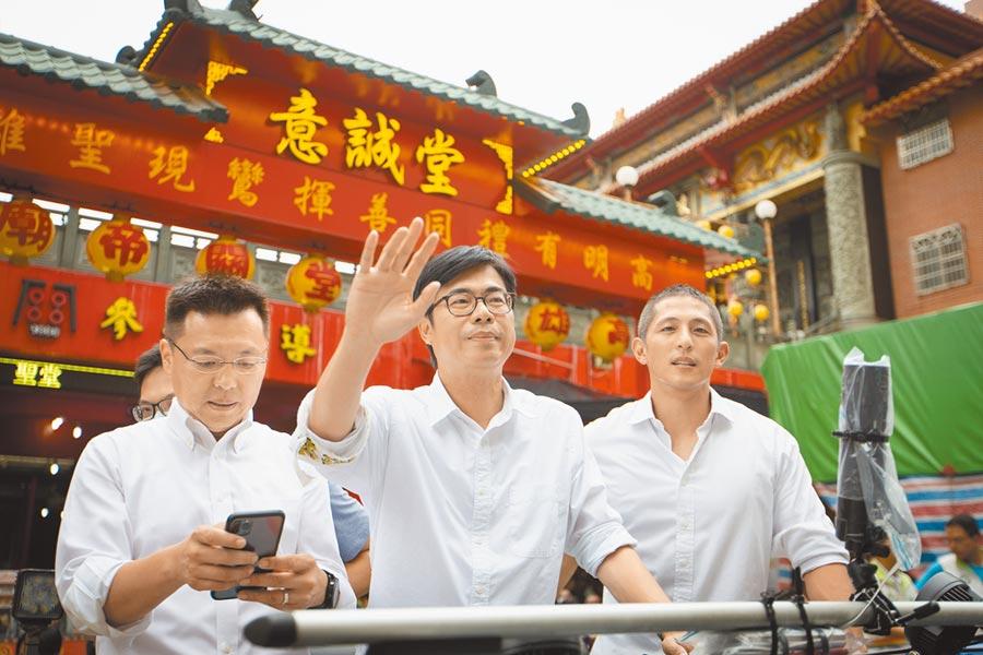 陳其邁(中)承諾,當選後中央跟地方一定合作,讓高雄成為港人的避風港。(袁庭堯攝)