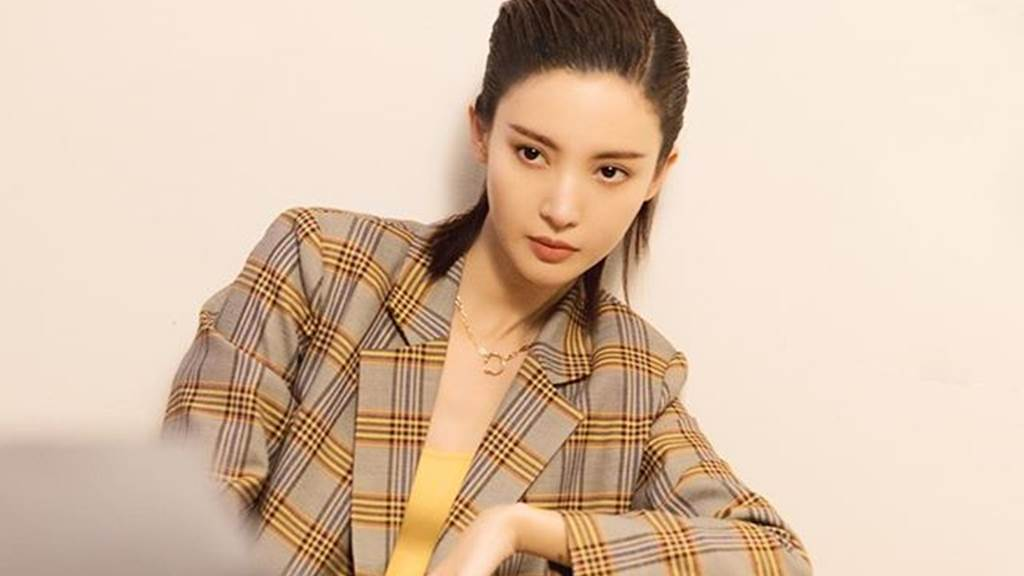 《乘風破浪的姐姐》金晨傳授3分鐘化妝秘訣。(圖/IG@jinchen905)