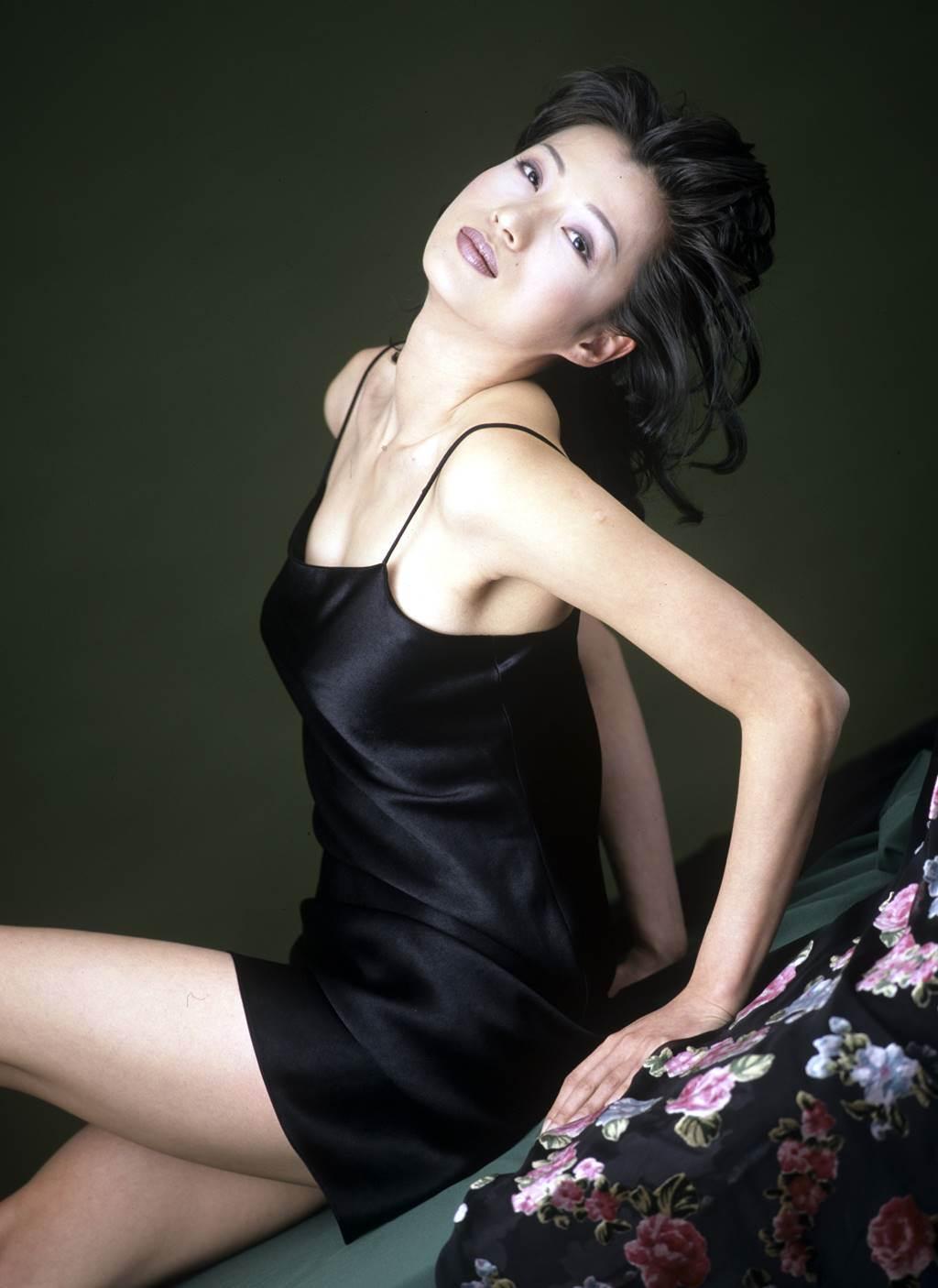 溫翠蘋舉手投足性感艷麗,曾出過寫真集。(圖/本報系資料照片)