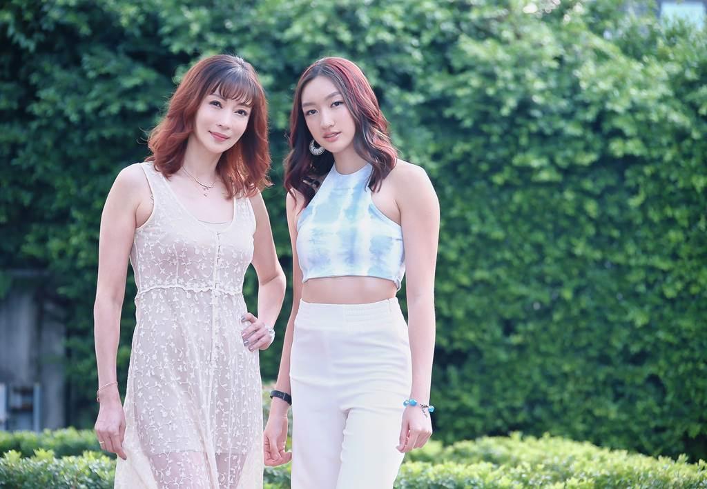 溫翠蘋女兒溫心舞現在已是19歲的美少女,母女宛如一對姊妹花。(圖/本報系資料照片)