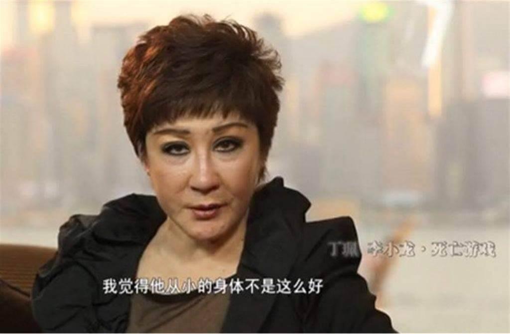 丁珮多年後在節目還原李小龍猝死那一晚。(圖/翻攝自微博)