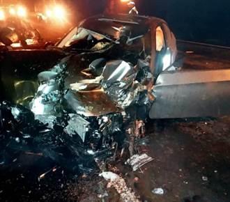 太平山區逆向超車 BMW毀2電桿撞3車 車頭撞爛安全氣囊全爆