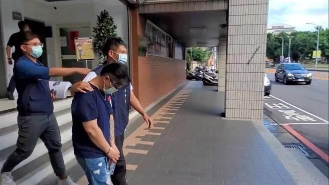 警方查獲陳姓男子涉嫌製作毒咖啡包。(王揚傑翻攝)