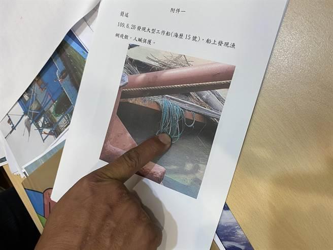 達德/允能公司於雲林四湖外海進行風場鑽掘以及海底電纜鋪設作業,過程中大型工作船嚴重擾動及破壞海床,造成大量魚類死亡。(李柏澔攝)