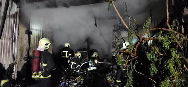 消防局獲報後,出動7分隊前往滅火,並將屋內人員安全撤離,所幸無人傷亡。(花蓮消防局提供/羅亦晽花蓮傳真)