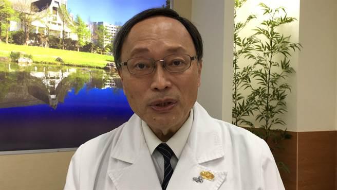 大林慈濟醫院院長賴寧生說,慈濟嘉義診所提供醫院級的服務。(廖素慧攝)
