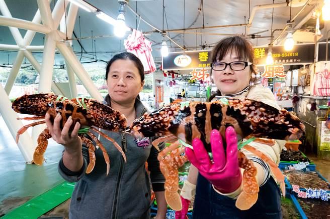 螃蟹、海膽、龍蝦、花蟹等通通大促銷。(新北市漁業處提供/許哲瑗新北傳真)