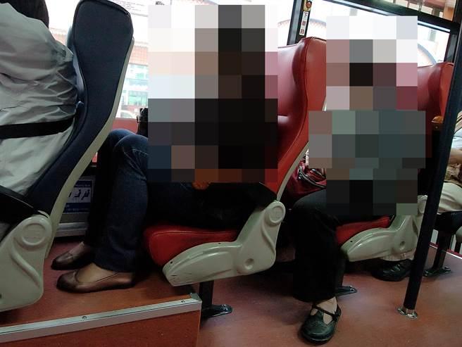 孕婦逆襲 搭公車女王座遭嫩妹佔走 下車一路尾隨報復:「身心舒快 」