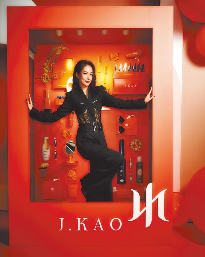 高宇蓁昨身穿黑色半透明性感褲裝,出席自創品牌2週年慶生派對。(J.KAO提供)