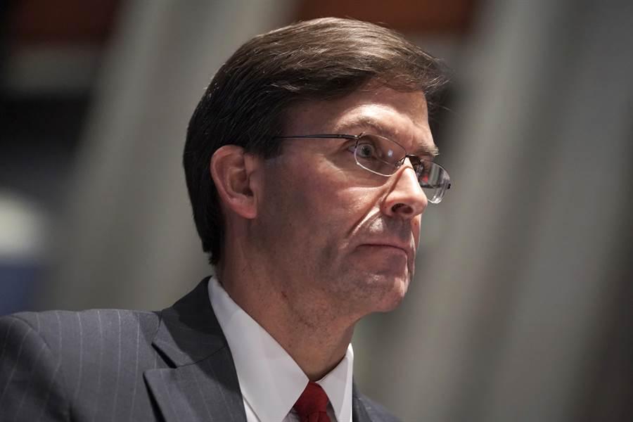 美國防長艾斯培(Mark Esper)7月9日在眾議院軍事委員會(House Armed Services Committee)出席聽證會的神情。(美聯社)