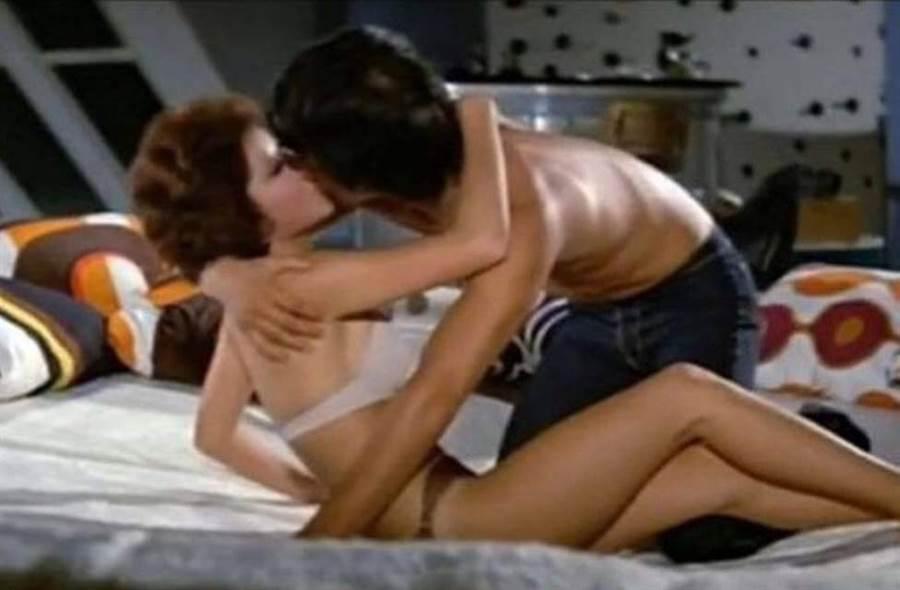 丁珮在電影《李小龍與我》中有親密床戲。(圖/翻攝自東網)