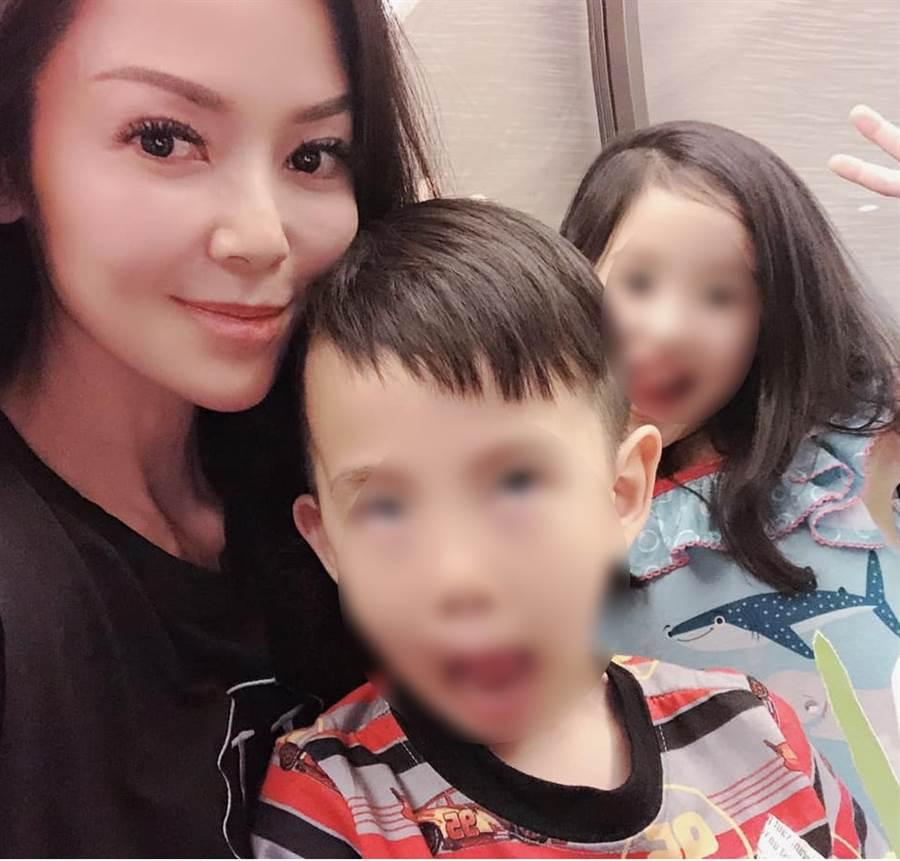 向麗雯現在是兩寶媽。(圖/FB@向語潔的美麗視界)