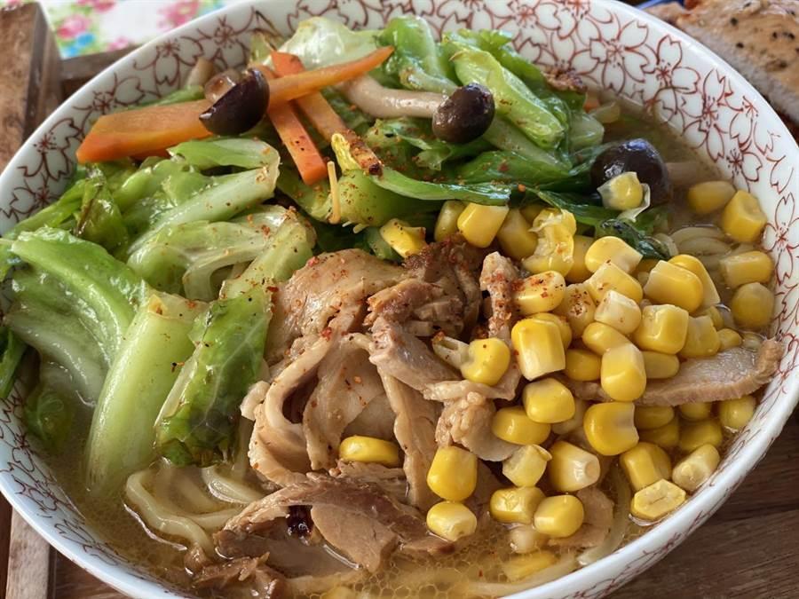 AKIRA特地手作的美味日式拉麵。(林志玲工作室提供)
