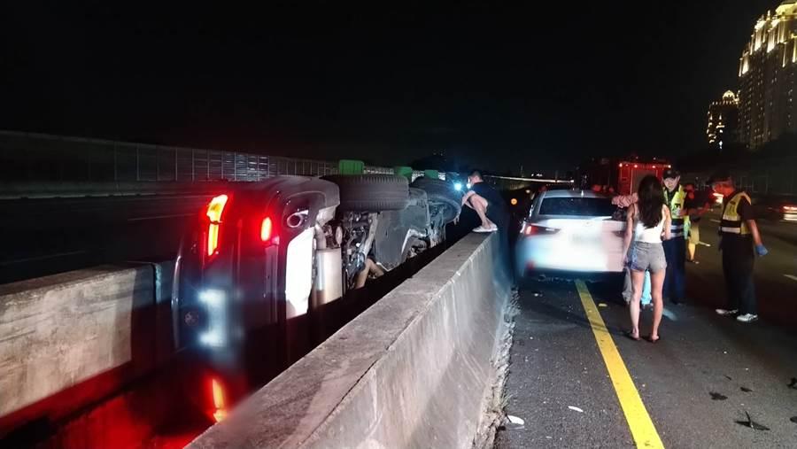國道3北上48公里處, 驚傳1休旅車碰撞2小客車,1男1女受傷。(林俊翰翻攝)