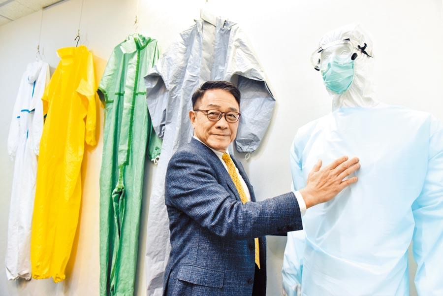 美德醫療集團總裁楊克誠表示,疫情風暴下全球買家蜂擁,未來一年生產面將維持現行的彈性產能策略,關鍵產品如口罩、隔離衣、防護衣等產能,將視市況適時大幅擴增。圖/本報資料照片