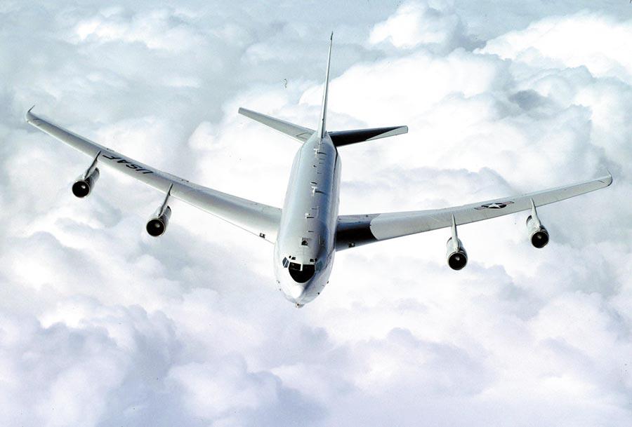美軍日前派出E-8C偵察機飛近廣州夜間偵察。(取自美國空軍官網)