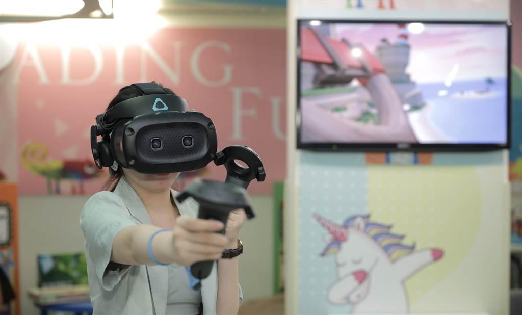 宏達電積極耕耘VR領域,圖為HTC與台北晶華合作打造VR兒童遊戲室。(資料照)