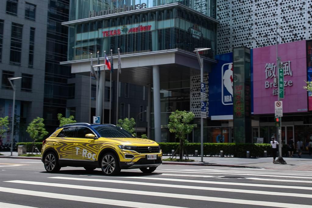 Volkswagen休旅家族新成員即將上市 跨界跑旅The T-Roc測試車無預警現蹤台北信義區