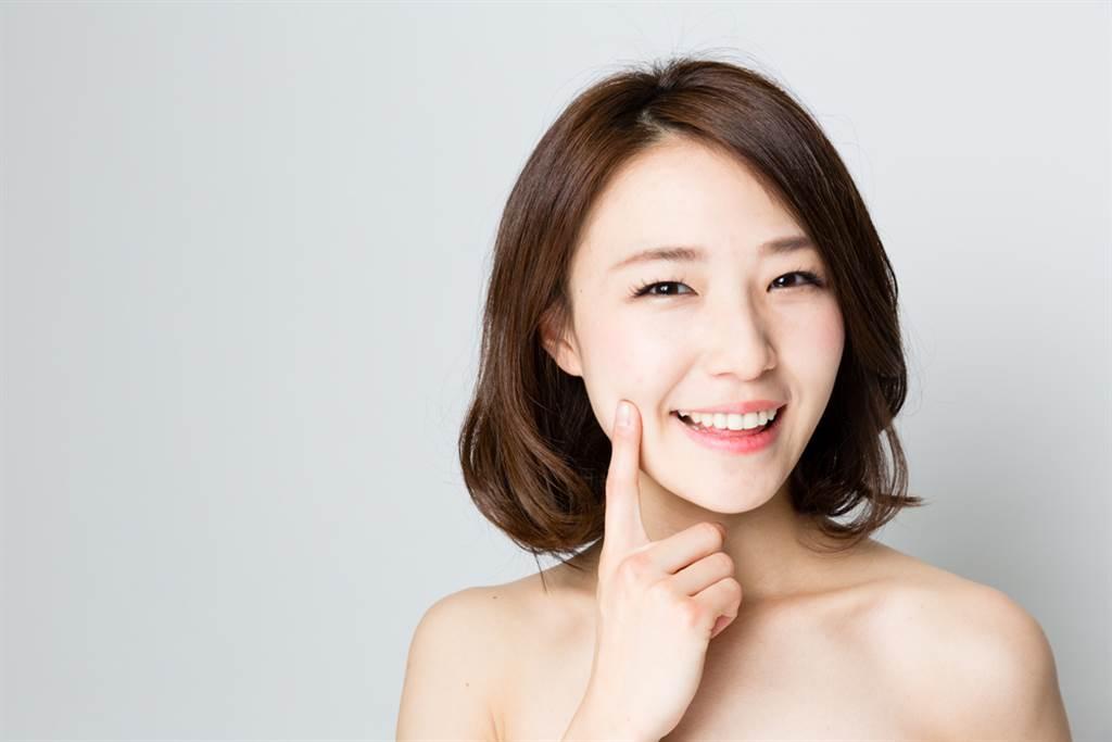 近年來日本女性對保養意識慢慢轉變,偏好回歸自然純粹的保養方式。(示意圖/shutterstock提供)