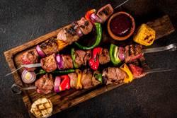 貴州燒烤店「回收肉品」高溫消毒再上桌 網友:花錢買別人吃剩的?