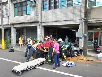 婦駕車閃避來車 一頭撞進民宅受困駕駛座波及1女童