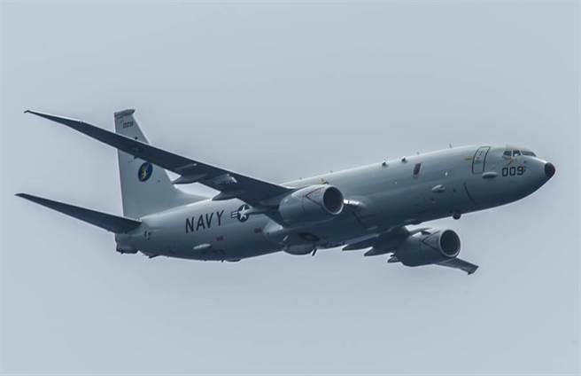 一架美国P-8A「海神」(Poseidon)反潜巡逻机在太平洋上空飞行的资料照。(美国海军)